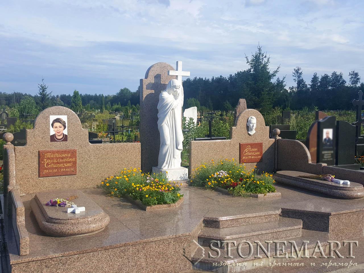 Мемориальный комплекс на кладбище №5