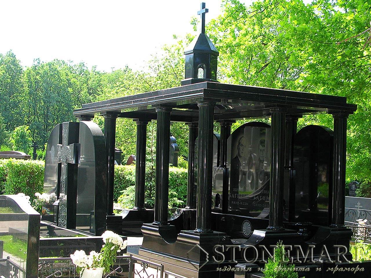 Мемориальный комплекс с колоннами №14