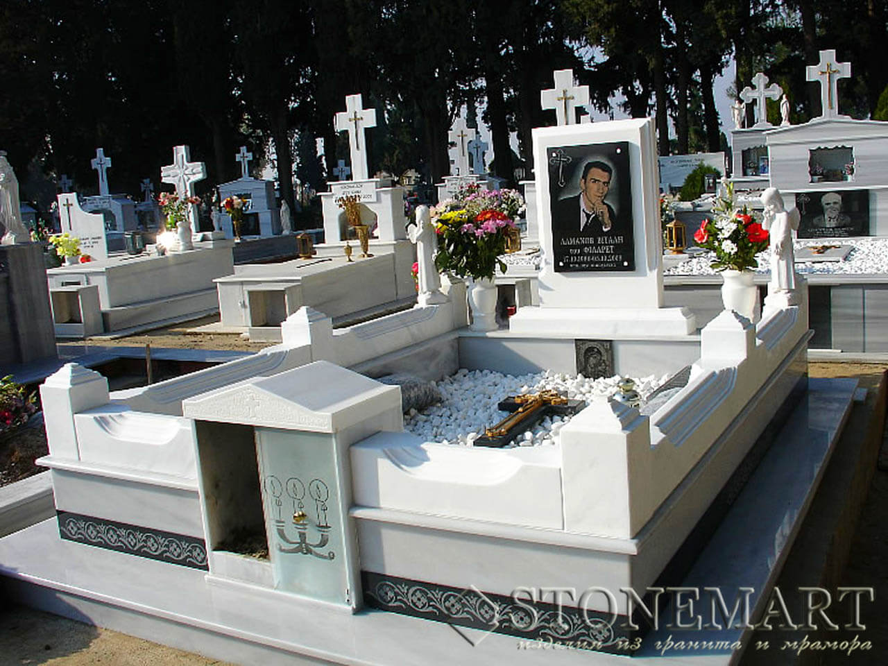 Мраморный мемориальный комплекс №35